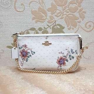 <<coach>> flower white clutch