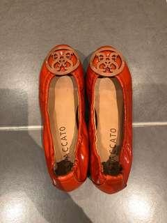 Brand new staccato flats