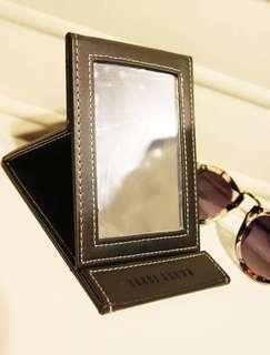 Bobbi Brown Mirror便携折叠式梳妝鏡