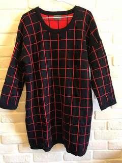 🚚 韓製紅黑格長版毛衣F號