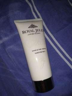Marks & Spencer Hand Cream 'Royal Jelly with Pure Honey' (Isi: 90%)