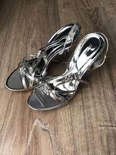 🚚 銀色高跟涼鞋24.5號