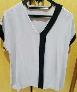 Preloved  - Creme Black Tops