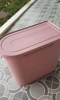 Tupperware besar bisa tempat beras container rice or taruh baju or barang lain muat banyak pink