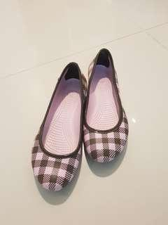 🚚 Crocs Shoes