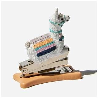 🚚 ASOS 全新 typo 羊駝 駱馬 草泥馬 動物 造型 釘書機 訂書機 造型釘書機 文創 文具