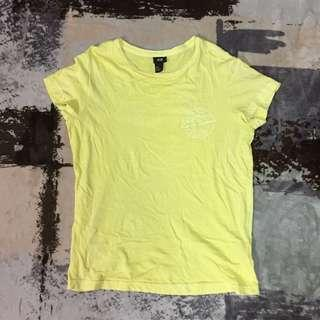 🚚 H&M 淡黃色印花圓領短袖T恤