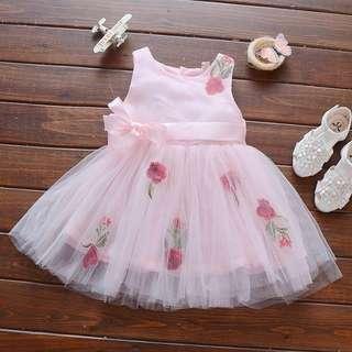 Baby girl dress flower detail.