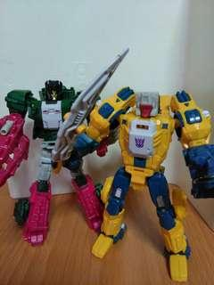 Transformers takaratomy weirdwolf and titans return skullcruncher