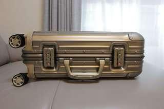rimowa 四輪行李箱