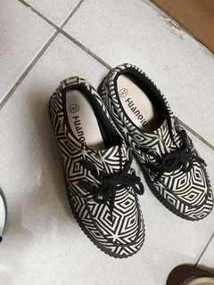 🚚 黑白休閒鞋 布鞋