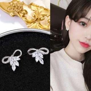 🚚 韓國現貨S925銀針鑲鑽蝴蝶結鋯石耳環/可改耳夾