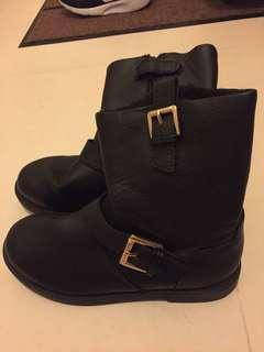H&M girls boots only wore once - fur inside