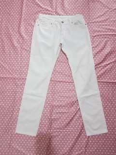 Jeans uniqlo putih wanita