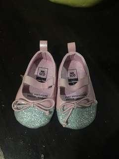 Cute shoes for infant o-6 mnths old barely used
