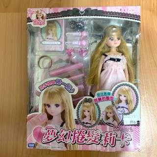 🚚 日本Takara Tomy Licca夢幻捲髮莉卡 含娃娃和配件 附捲髮莉卡娃娃一個和捲髮沙龍配件飾品 全新盒損品出清