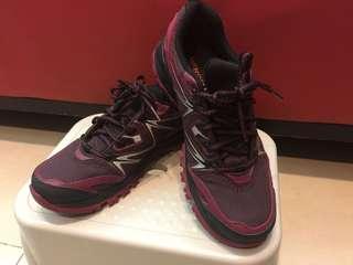 MERRELL戶外運動鞋
