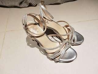 🚚 達芙妮 細跟 高跟鞋  涼鞋  銀  亮色  晚會鞋