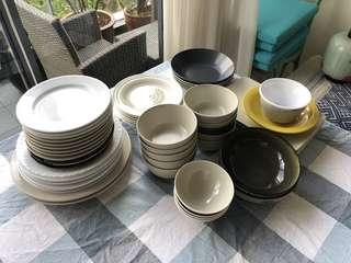 🚚 Assorted plates and bowls