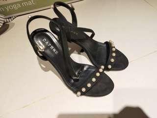 🚚 達芙妮 細跟 高跟鞋 涼鞋 黑色 珍珠  晚會鞋