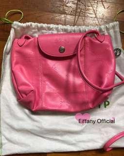 🚚 Longchamp garni cuir sling bag