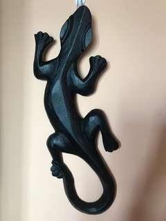 Wooden Geyko