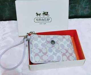 🚚 Authetic Brand New Coach Wristlet