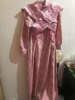 Gaun muslim pesta pink