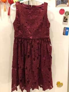 Doublewoot lace dress in maroon