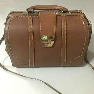 789c44da252c Vintage Real leather Doctor bag