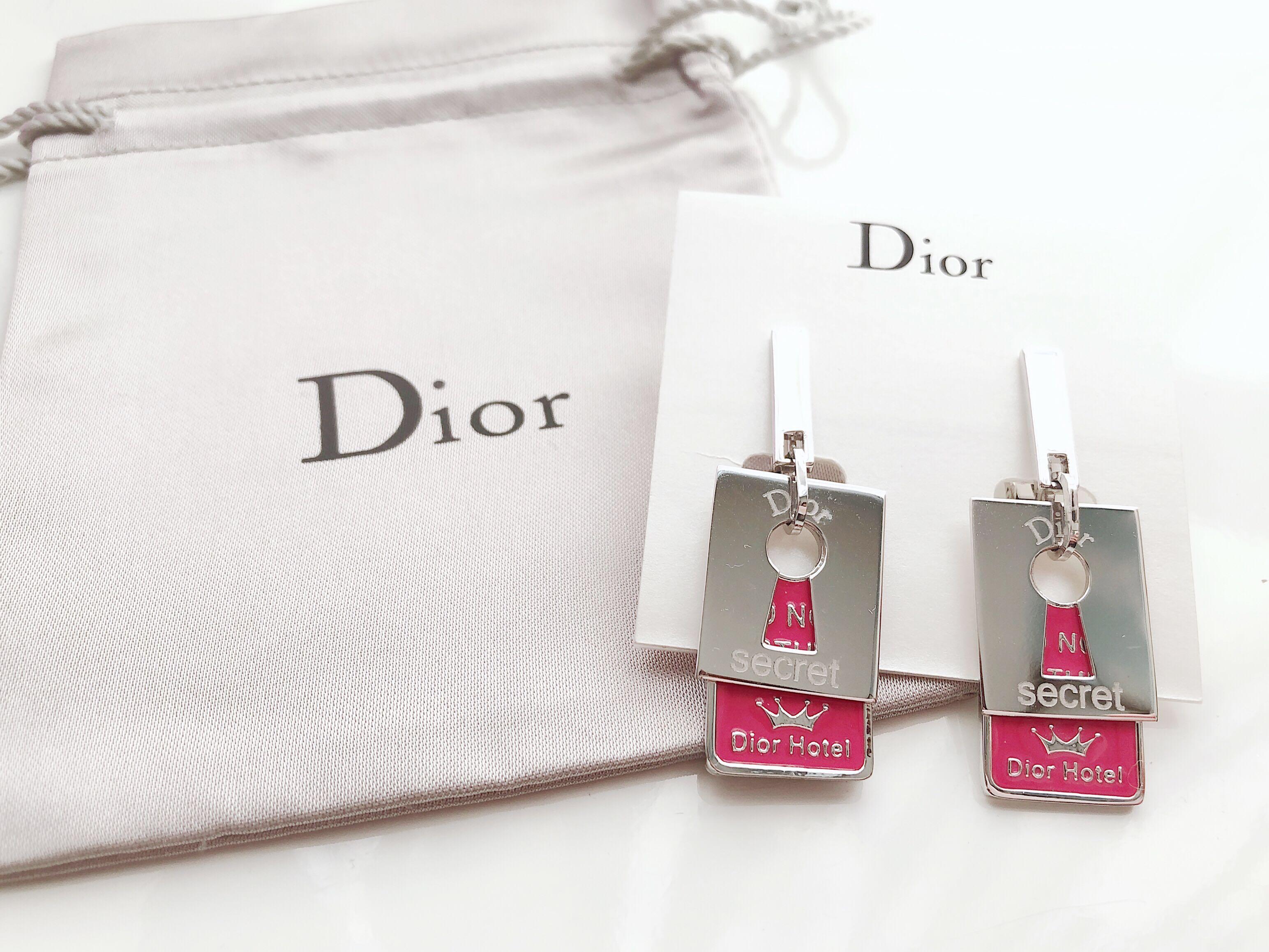 Dior 紅色Hotel 牌夾款耳環