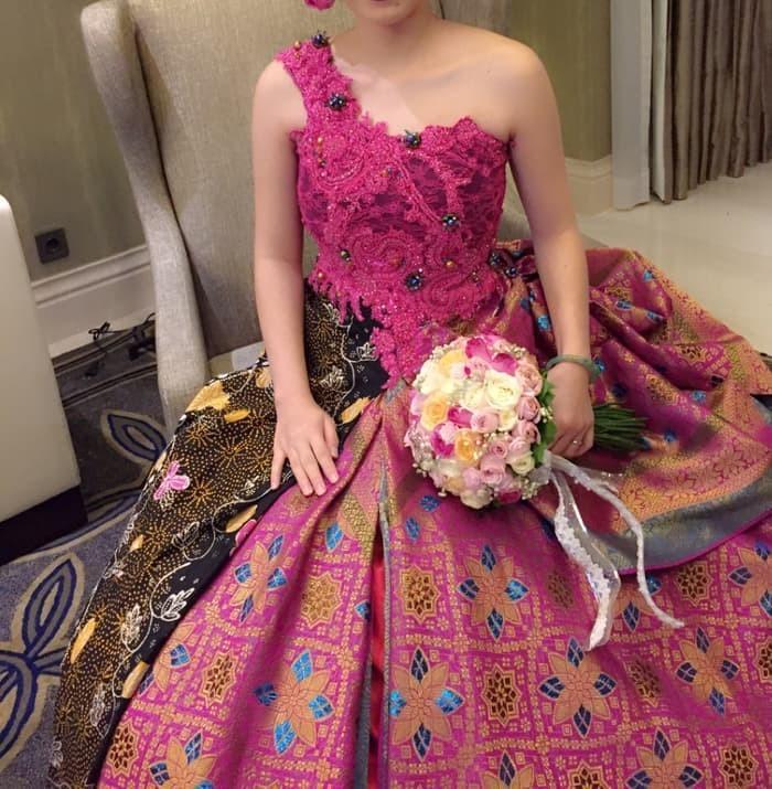 Gaun Pengantin Batik Pink Women S Fashion Women S Clothes Dresses