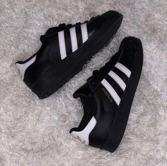 SIZE 6 Black Adidas Superstar