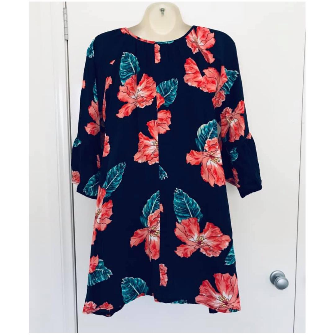 Size 8, also fits 10  N By Nicole lightweight comfy tunic long top floral print