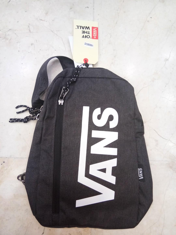 14d9e9297b0 Vans waistbag import, Men's Fashion, Men's Bags & Wallets, Sling Bags on  Carousell