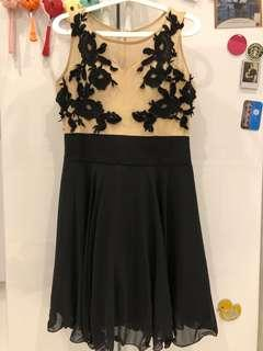 Doublewoot dress with lace applique