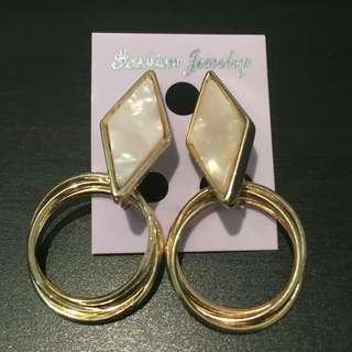 197 - Cool Diamond Shape Earrings