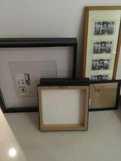 Frames of minimum 30cm or 1ft wide