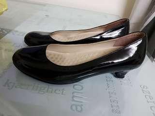 🚚 黑色高跟鞋 亮面 低跟
