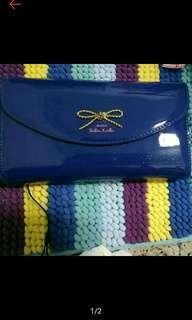 🚚 買來未使用過的亮皮深藍色包包,可肩背附背帶