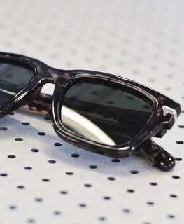 G-STRAW sunglasses beli 2,7 jt  (cuma buat photo shot)