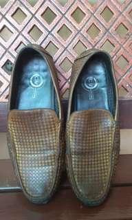Preloved Sepatu Kerja Slip-On