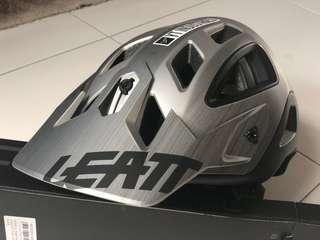 Leatt euduro AM helmet L size