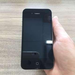 🚚 外觀9.9成新的黑色iphone4s / 16g+原廠充電線