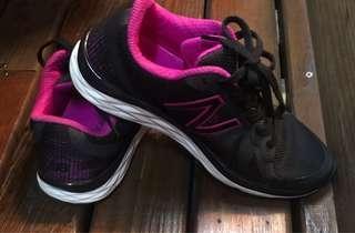 🚚 Nb女慢跑鞋23公分