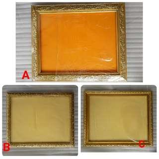 🚚 Retro Wood Gold Design Picture Frames