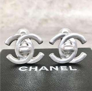 ⒶⓊⓉⒽⒺⓃⒾⒸ Chanel Vintage Earrings