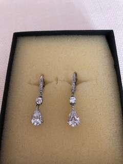 Brand new zirconia diamond ear rings fm BESS ISETAN. Great for gifts n birthdays etc