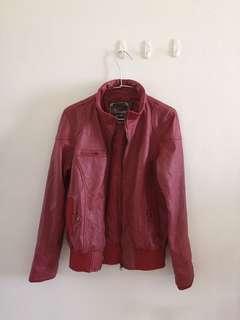 🚚 紅色皮外套
