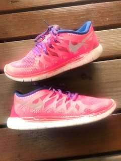 🚚 Nike女漫跑鞋